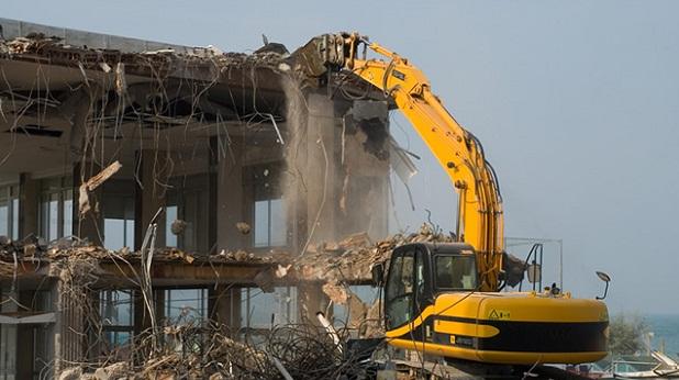 Phá dỡ nhà tại Lý Sơn
